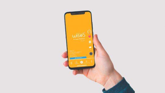 Móvil con anuncio de plataforma wiseS en TikTok